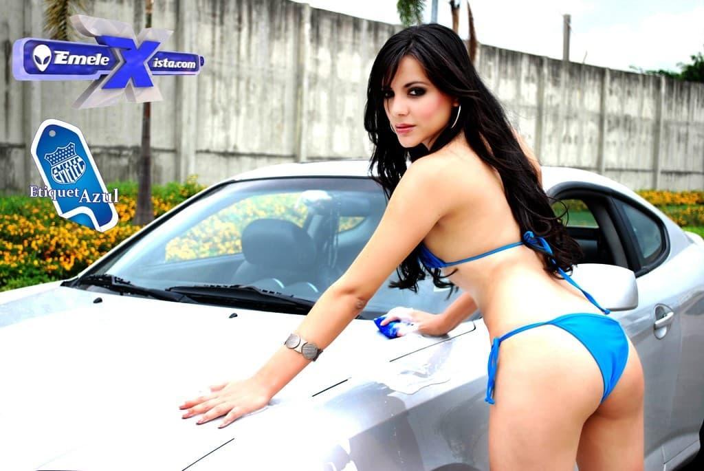 """fotos de rosa peñaherrera en """"sexy car wash"""" por mauricio torres"""