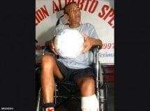 Excrack de Emelec  solicita ayuda para una silla de ruedas