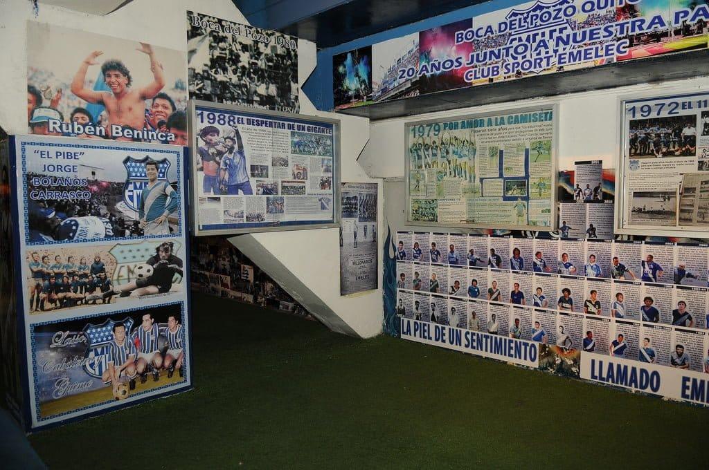presidente correa visitó el museo de emelec en el estadio capwell