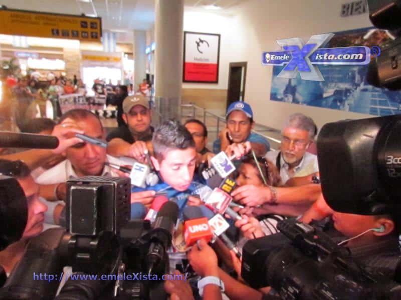 mira las fotos de la llegada de brian lugo a emelec