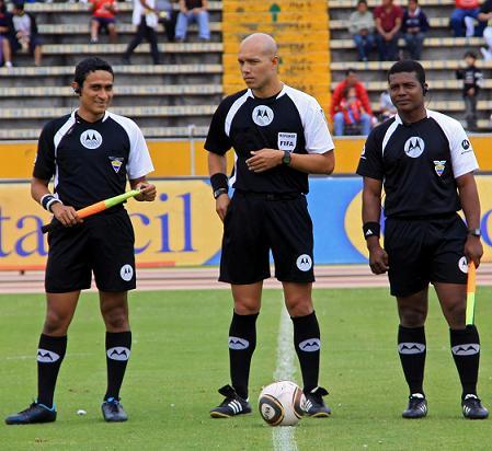omar ponce pitará liga de quito vs. emelec (27 julio 2011)