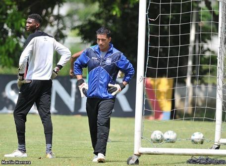 Wilmer Zumba será golero titular mañana ante Liga de Quito