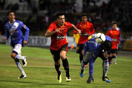 Wilson Morante jugó bien línea de 4 con Mariano Mina