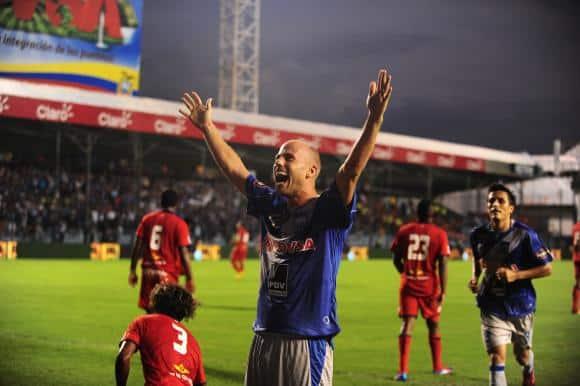 luciano figueroa : talento garra y goles para emelec