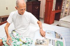 Carlos Raffo celebró los 87 con fotos y un tabaco