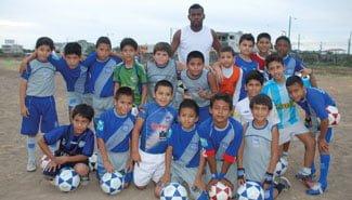 el papá de achilier dirige la escuela de fútbol de emelec en machala