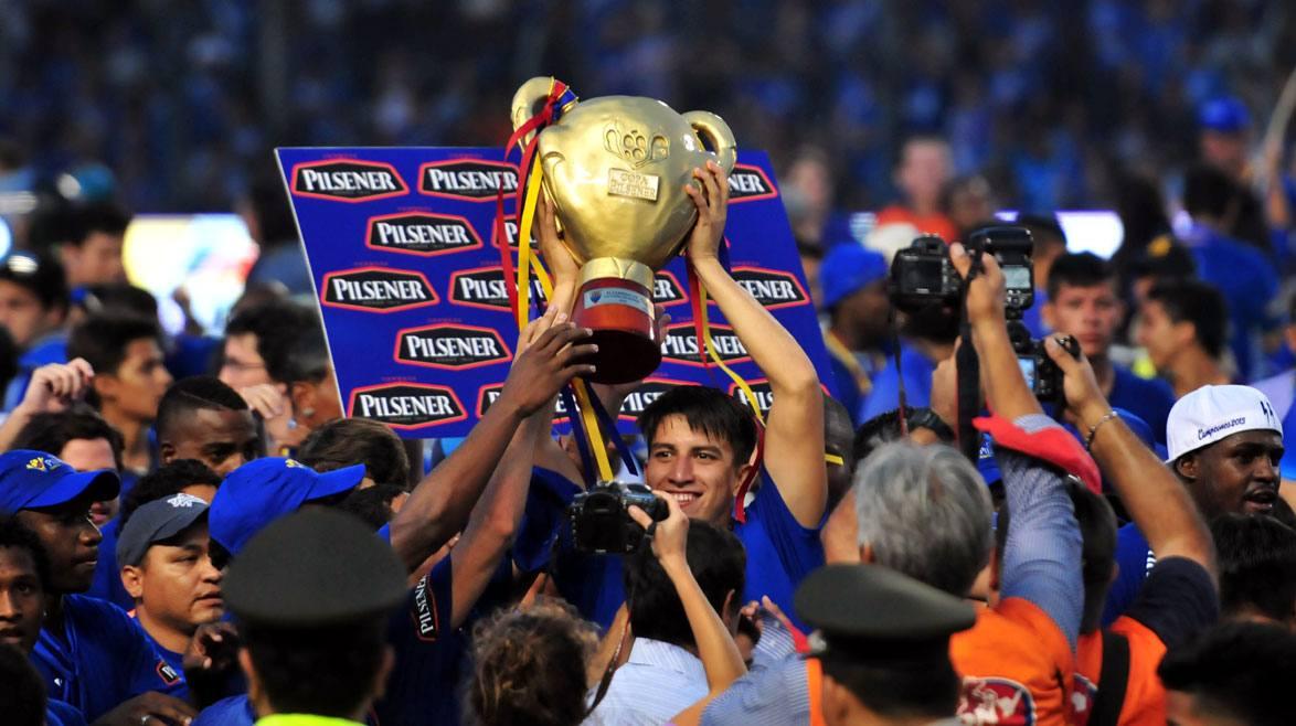 emelec recibió trofeo de campeón que costó $ 8.000