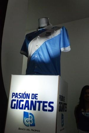 11 camisetas históricas del C.S. Emelec