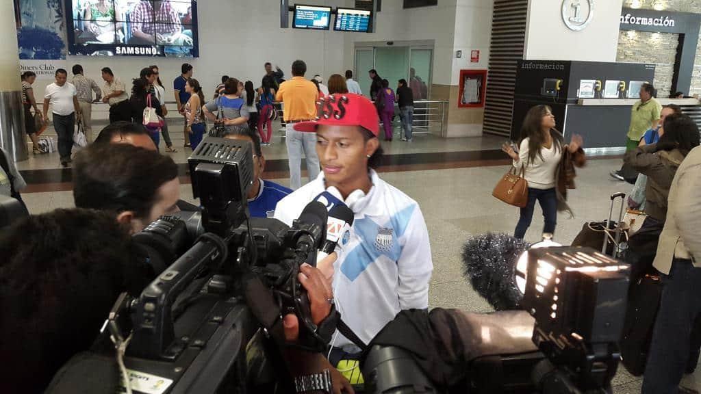 copa sudamericana : jugadores de emelec contrariados por arbitraje