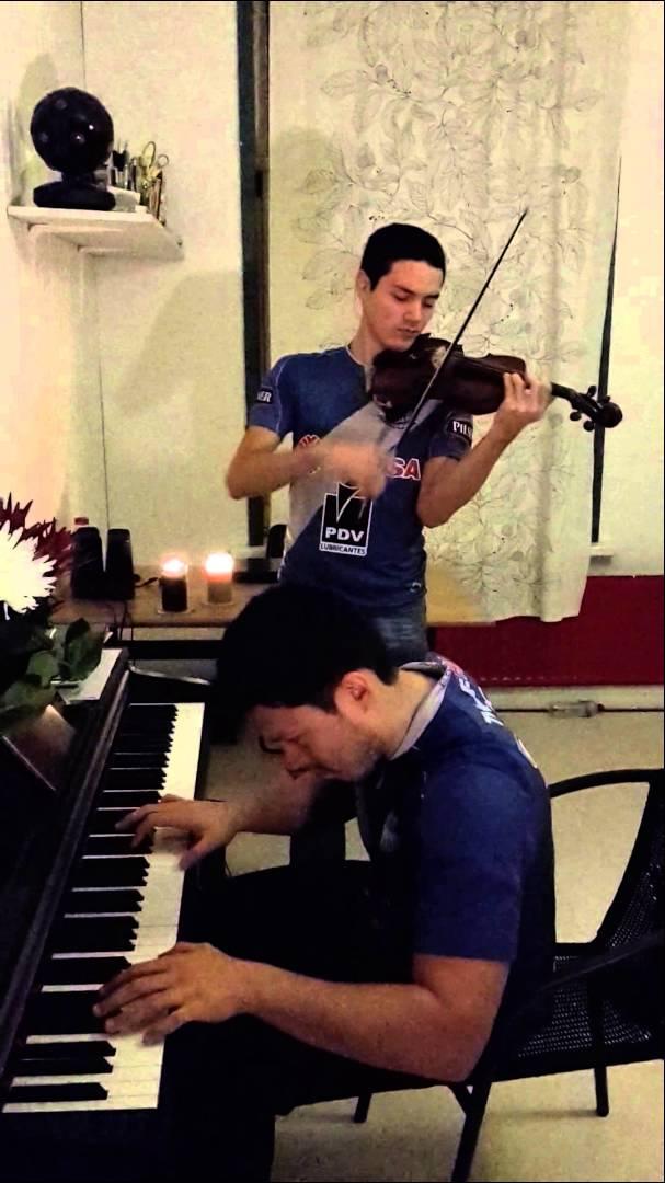 Himno de Emelec interpretado en violín y piano