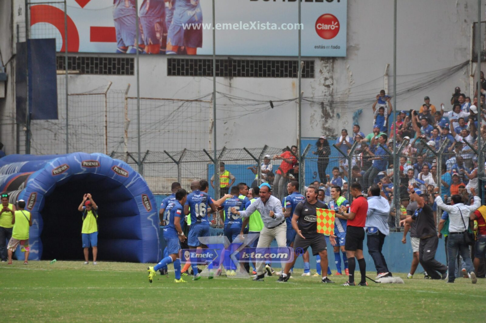 fotos del partido emelec 1×0 ldu-q por xavier romero