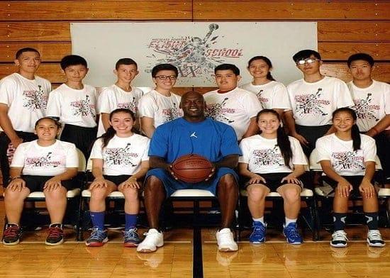 Jugadores de EMELEC baloncesto entrenarán con Michael Jordan