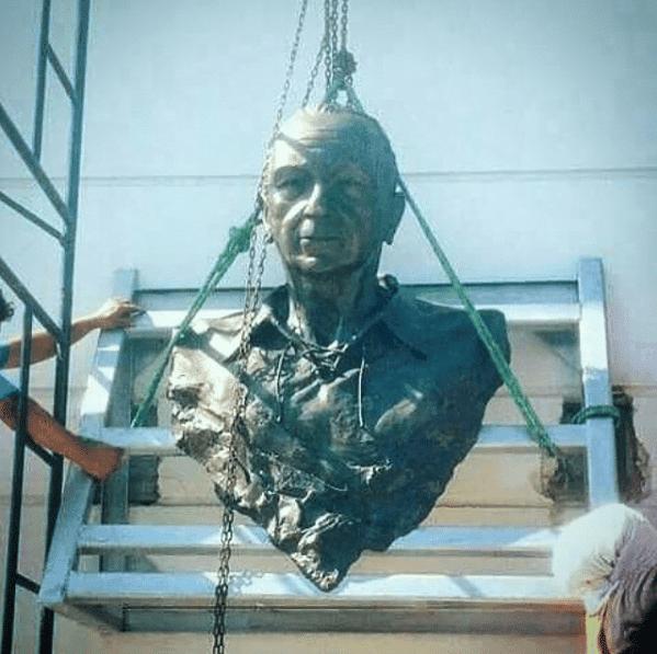 el busto de george capwell para el estadio de emelec