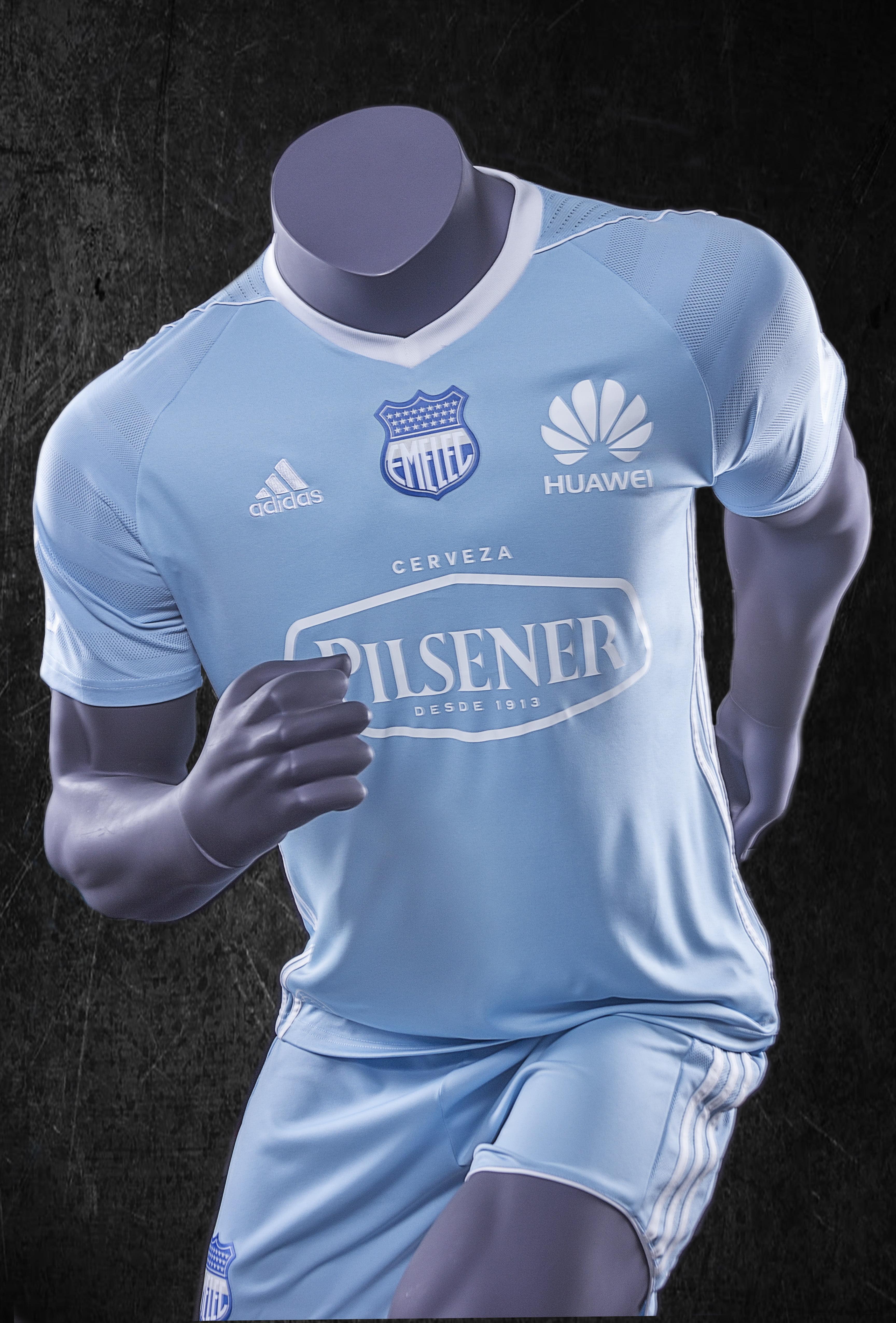 La tercera camiseta de Emelec para Torneos internacionales c518e7b96a3