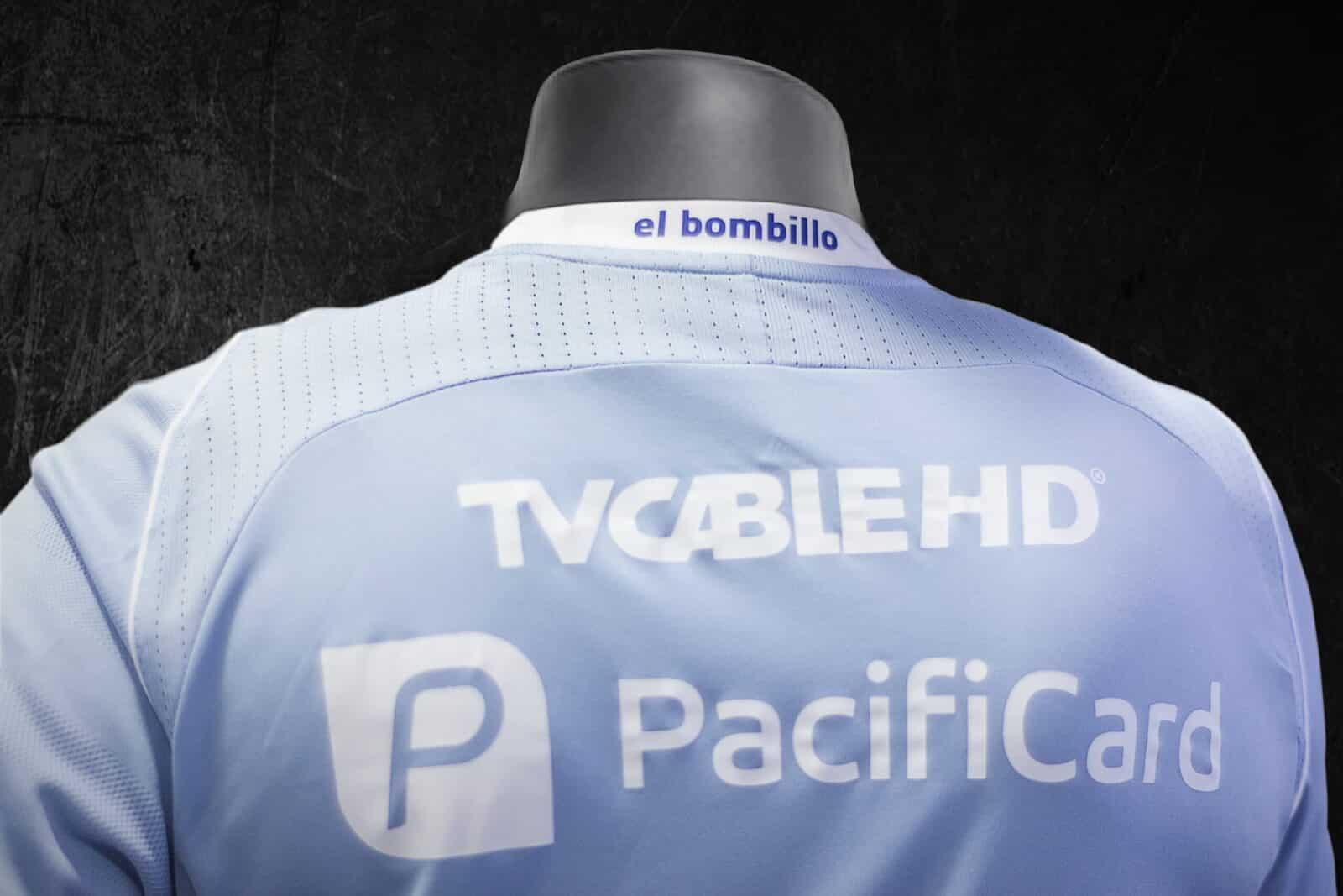 la tercera camiseta de emelec para torneos internacionales