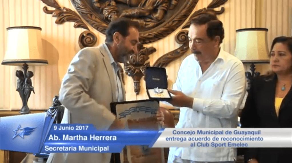 alcalde jaime nebot homenajeó al único tricampeón de guayaquil