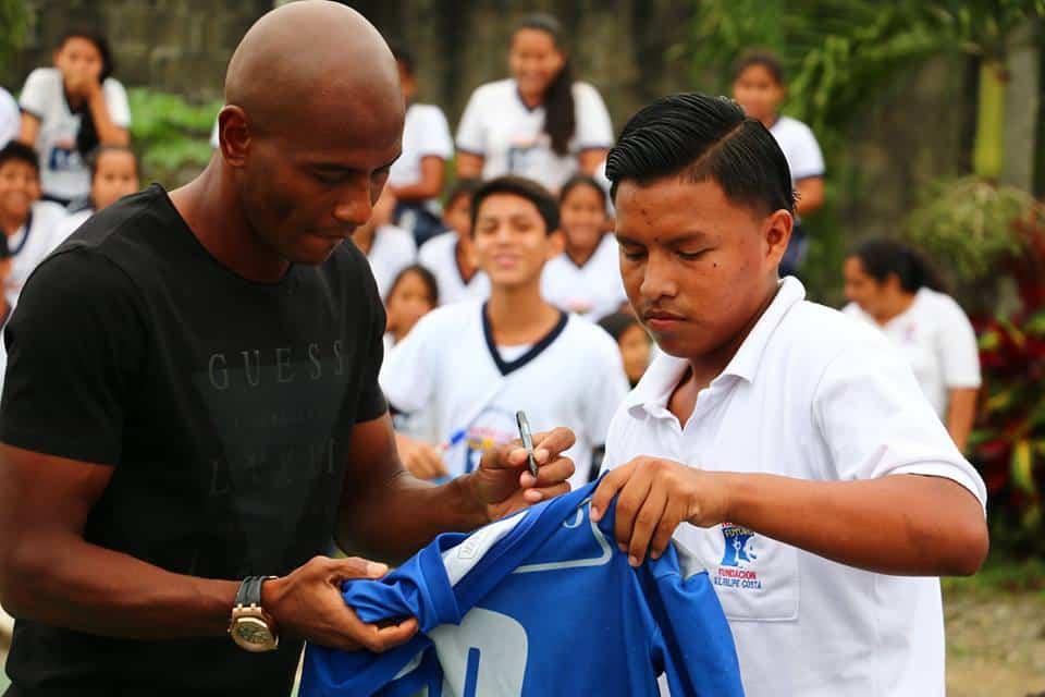 Óscar bagüí visitó a chicos de fundación niños con futuro