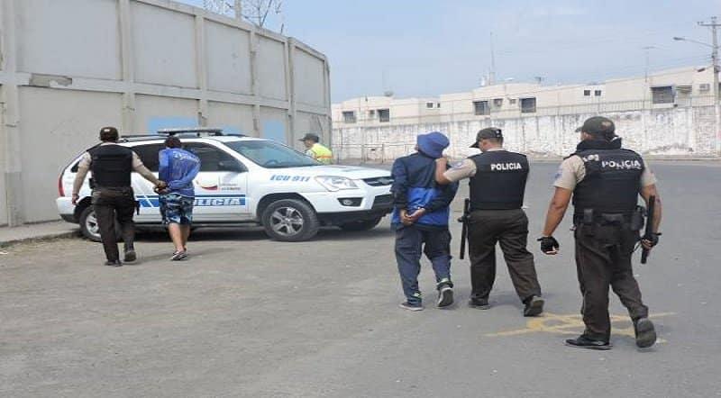 hinchas de emelec fueron detenidos en manta