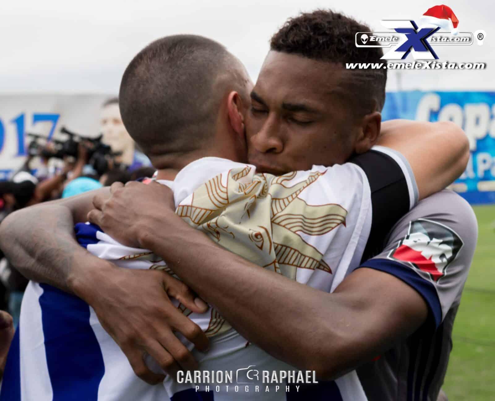 las imágenes de emelec campeón otra vez en manabí