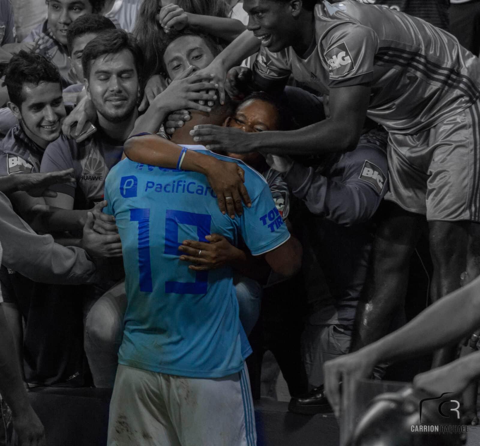 imágenes emotivas del partido emelec 2×0 macará